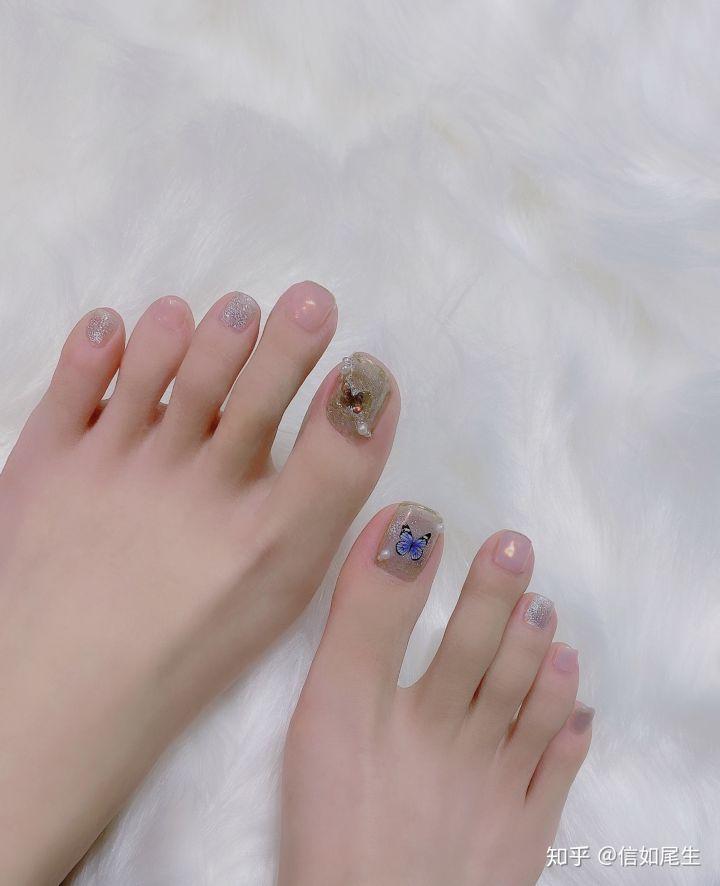 男朋友是足控,但是我的脚不好看,有点粗糙╭(°A°`)╮有什么简单易行的方法让脚变好看点QAQ?